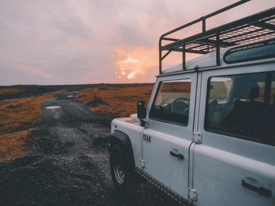 Jeep sur un sentier